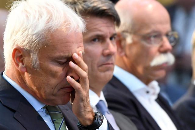 Vorstandsvorsitzende der Autobauer beim Diesel-Gipfel