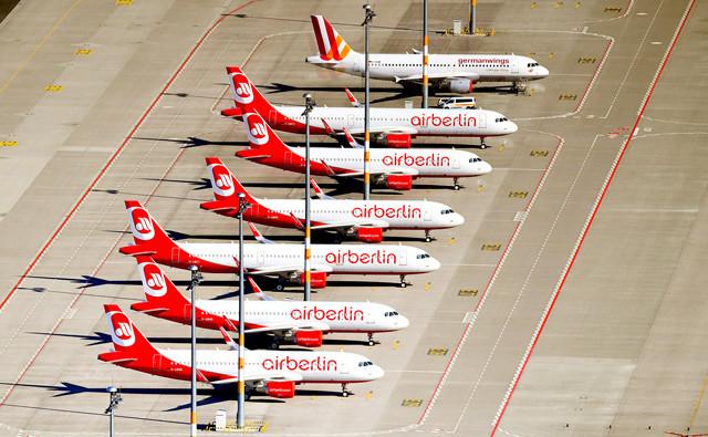 Flugzeuge von Air Berlin am Boden