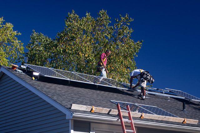 Solaranlage wird angebracht