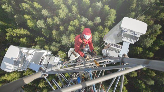 Arbeiter im LTE-Mast