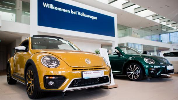 Im Autohaus von VW.