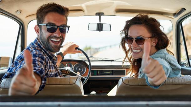 Daumen hoch für die neue Autoversicherung