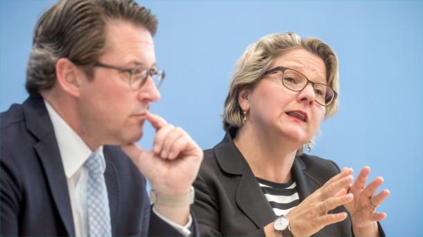 Verkehrsminister Andreas Scheuer (CSU) und Umweltministerin Svenja Schulze (SPD)