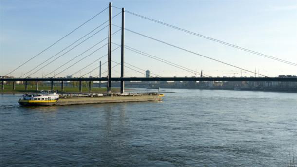 Wieder genug Wasser für Rheintanker