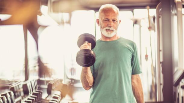 Trainierter älterer Mann