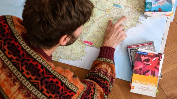 Linus bei der Reiseplanung