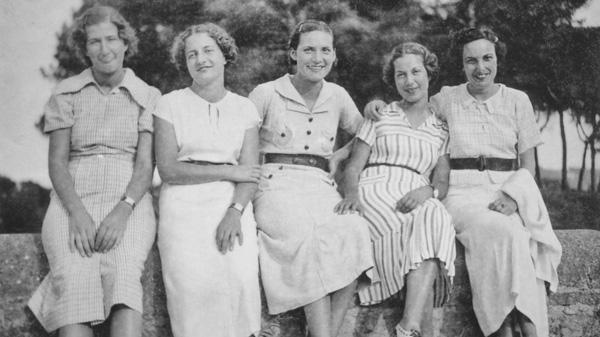 Mutter und Schwestern