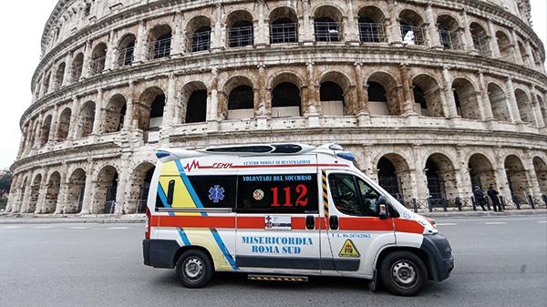 Alles leergefegt vor dem Colloseum in Rom.