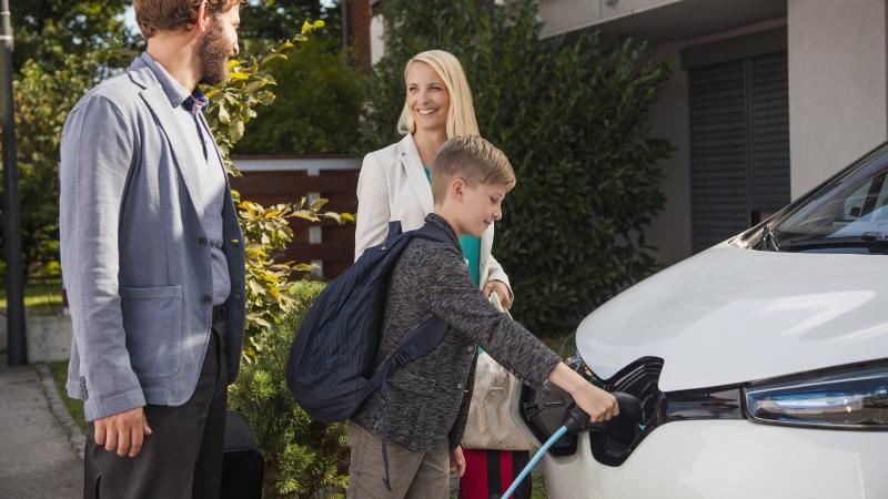 Familie und Elektroauto