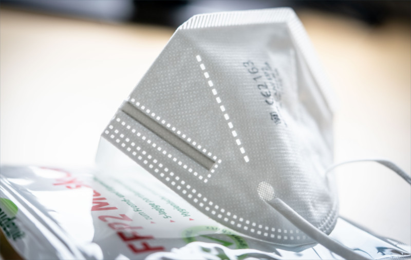 FFP2-Maske mit gültigem CE-Siegel.