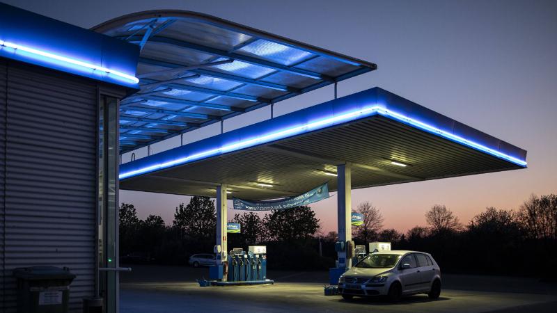 Auto an Tankstelle