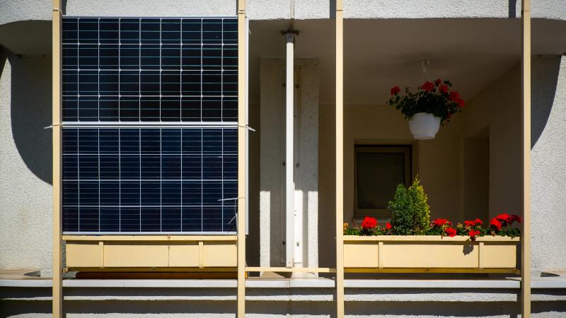 Balkon mit Solarpanel