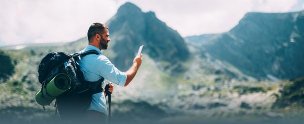 Bild Handynutzer in den Bergen