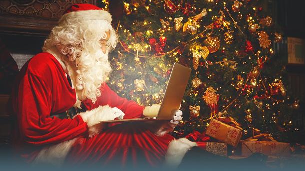 Weihnachtsmann am Laptop