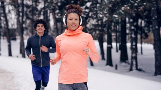 Mann und Frau beim Laufen