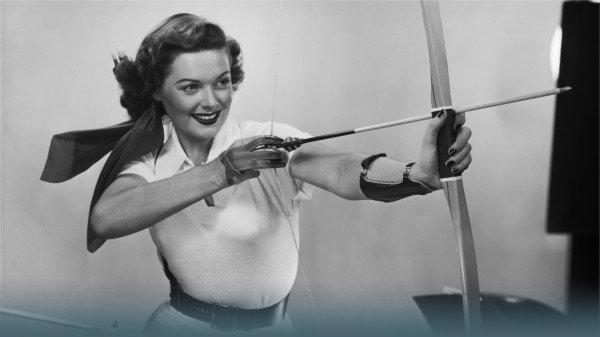 Frau mit Pfeil und Bogen